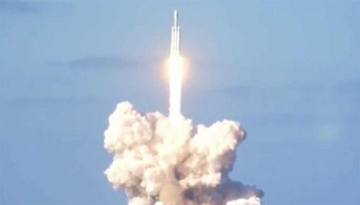 Elon Musk's giant SpaceX rocket makes triumphant launch