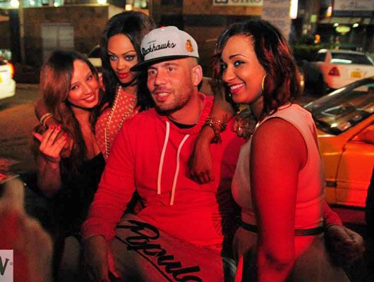 Dj Drama takes a pose with the ladies
